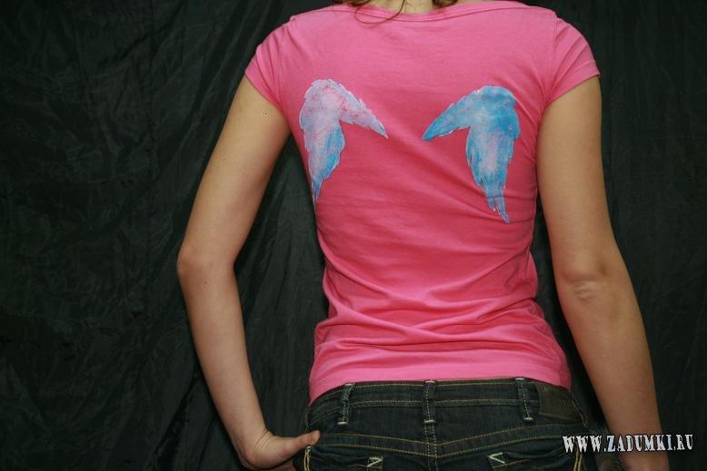 крылышки на кепке и напишите не майке слово ангел, а ссади нарисуйте на...
